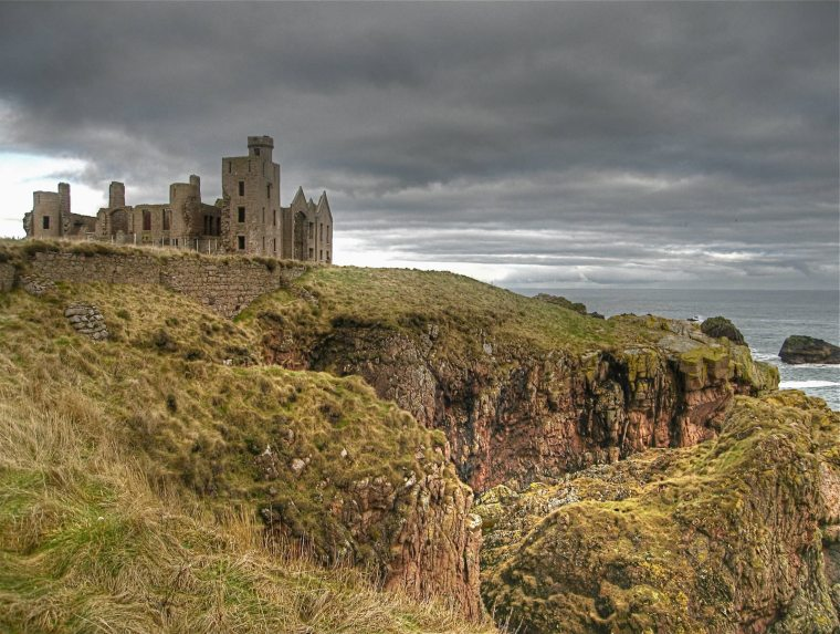 Slains_Castle_in_Cruden_Bay